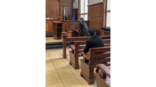 Адвокати на подсъдим магистрат протакат дело за закана с убийство