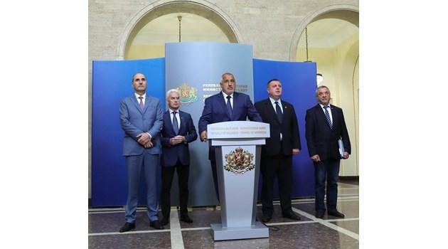 В ГЕРБ обсъждат десетина депутати и заместник-министри за нови титуляри на местата на Московски, Радев и Нанков