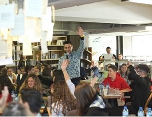"""""""Ученици за дигитално образование"""" събраха на дискусия """"24 часа"""" и Vivacom"""