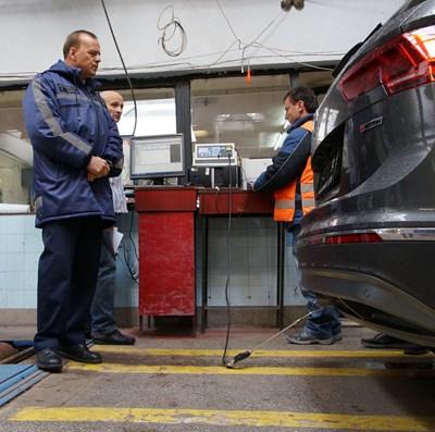 """Много от финансовите стимули в ЕС за купуване на нов автомобил или за подменянето на стария зависят от количеството отделени вредни газове от превозното средство - колкото е по-малко, толкова по-висока е субсидията.  СНИМКА: """"24 ЧАСА"""""""