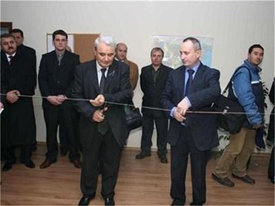 Стоян Кушлев открива офисите на дирекцията на комисията в Благоевград преди пет години. СНИМКА: САШО КРУШЕВСКИ