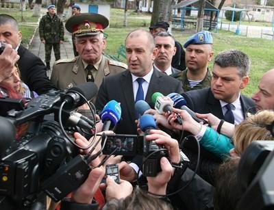 """Президентът коментира срещата си руския патриарх по време на визитатата си в бригада """"Специални сили"""" СНИМКА: Евгени Цветков"""