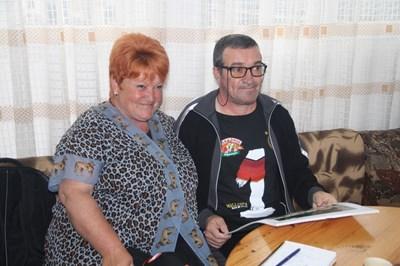 Кметицата на Стоманово Тюркян Гаази и брат  Ялдъз се радват на чудото.