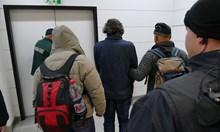 Вижте как пристигнаха Баневи с белезници (Видео+ снимки)