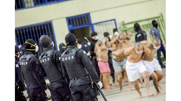 Шокиращи снимки от затвора Изалко в Ел Салвадор