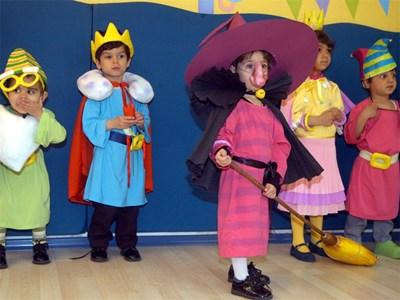 Децата от Дом за деца сираци в Драгалевци в пиеса. Снимка: Румяна Тонева, Архив