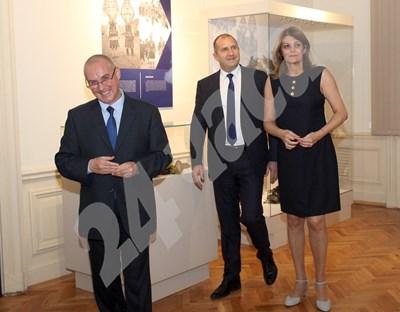 Президентът заедно със съпругата си Десислава Радева СНИМКИ: Румяна Тонева СНИМКА: 24 часа