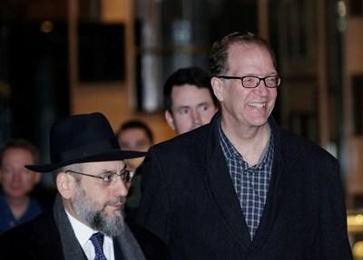 Дейвид Малпас (вдясно) СНИМКА: Ройтерс