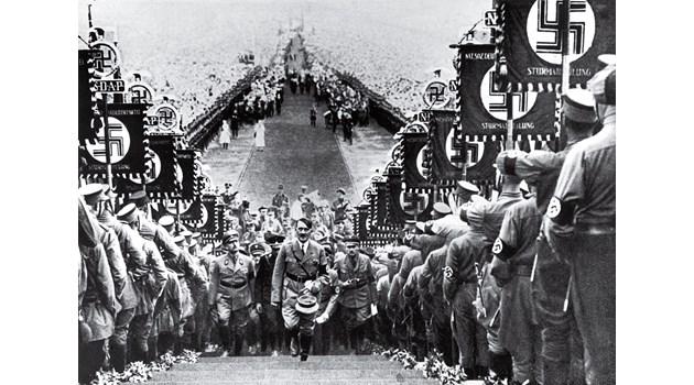 Нацистите лъжат с военните паради, заблудени меланезийци почитат самолети