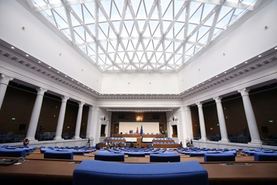 127 971,7 гласа праг за влизане в парламента, 11 отказаха депутатски места (Обзор)