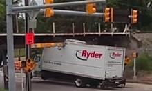 Камиони срещу мостове