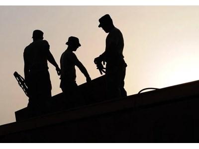 Десетки работници от България живеят на строеж в Хановер без вода ...