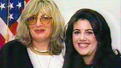 Линда Трип и Моника Люински в кадър от видеозапис
