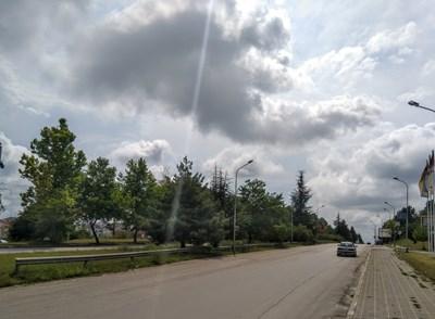 Булевардът често е място за скоростни отсечки и демонстративно шофиране