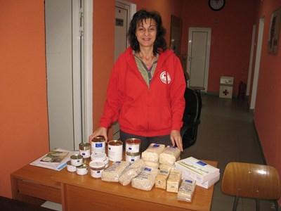 Червенокръстката Благовеста Нончева раздава европейските помощи в Монтана