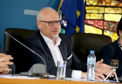 Членовете на Общото събрание на Българската федерация по ски избраха единодушно Цеко Минев за нов 5-годишен мандат. Снимка БФСски