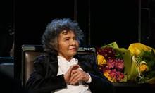 Виж как Стоянка Мутафова отпразнува 97-ия си рожден ден и 70 г. на сцена пред препълнена зала 1 на НДК
