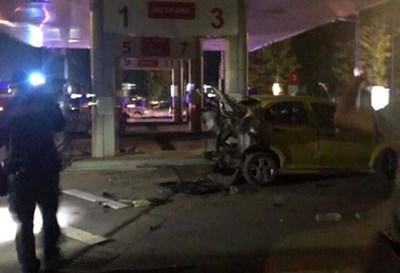 Колата е смачкана след инцидента.