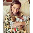 Щастливата майка с новородения си син