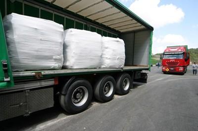 Бали с боклук, подготвени за износ в Бургас от Неапол.