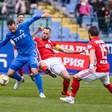 По 11 играчи на тренировките в Първа лига