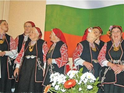 """""""Бистришките баби"""" първи влизат в списъка на живи човешки съкровища на ЮНЕСКО благодарение на усилията на проф. Мила Сантова.  СНИМКИ: ЙОРДАН СИМЕОНОВ"""