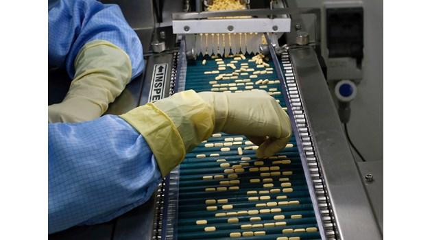 Как COVID-19 обсипва с пари световната фармаиндустрия
