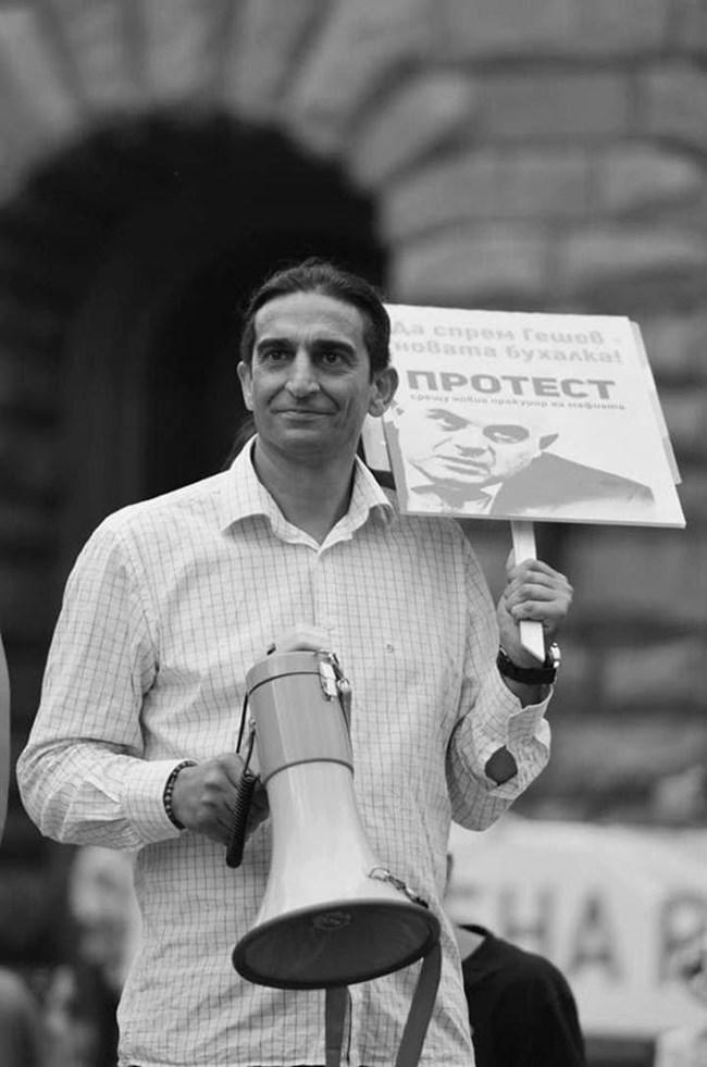 """Другият, който съди """"недосегаемия"""" главен прокурор Иван Гешев, е ромският активист Христо Николов, който е активен протестър."""
