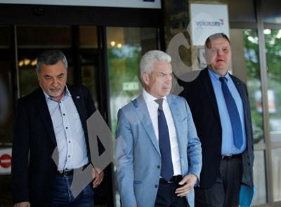 Коалиционните партньори Валери Симеонов (от ляво на дясно), Волен Сидеров и Красимир Каракачанов вече не са в перфектни отношения. СНИМКА: 24 часа