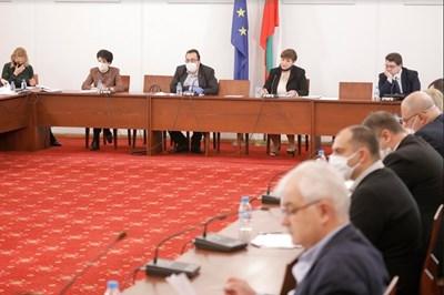 Правната комисия прие глоби до 1000 лева за нарушителите на извънредните мерки. Снимка: НС