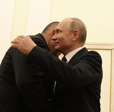 Руският президент Владимир Путин поздравява премиера Бойко Борисов.