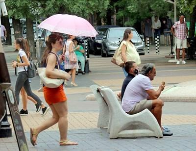 Лекари съветват да се пазим много в горещините и да избягваме престой на открито от 11 до 16 часа СНИМКА: Румяна Тонeва