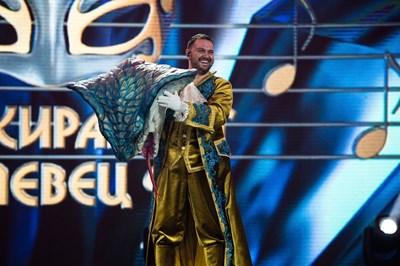 """Борис Солтарийски махна маската на Змията в """"Маскираният певец"""""""