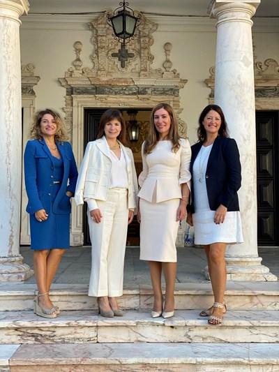 Ангелкова с Джулия Симпсън, президент и главен изпълнителен директор на Световен съвет по пътувания и туризъм (WTTC), Марибел Родригес, вицепрезидент на WTTC и Лола Уна Гардена, директор на офиса на WTTC в Брюксел, които подкрепиха идеята през 2022 г. България да бъде домакин на съвместна конференция за възможностите за инвестиции в туризма на Балканите.