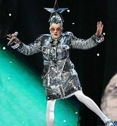 Андрий Данилко с артистичното име Верка Сердючка е украински певец и актьор