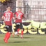 """Топката влиза във вратата на """"Локо"""" (Сф) за първия гол на пловдивчани."""