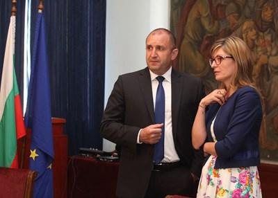 Вече половин година президентът Румен Радев и външната министърка Екатерина Захариева не успяват да се разберат за новите посланици.