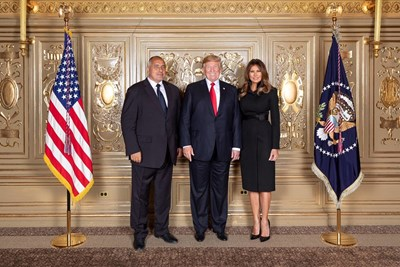 Българският премиер се снима с президента Тръмп и първата дама Мелания по време на сесията на Общото събрание на ООН през есента на 2018 г.
