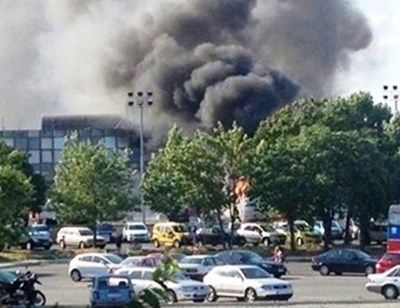 "18 юли 2012 г. бомба избухва в автобус на паркинга пред терминал ""Пристигащи"" на летище Бургас.  СНИМКА: Архив"