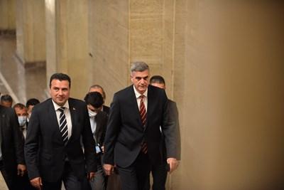 Снощи Заев по време на срещата си с министър-председателя Стефан Янев при последната си визита. СНИМКА: Йордан Симeонов