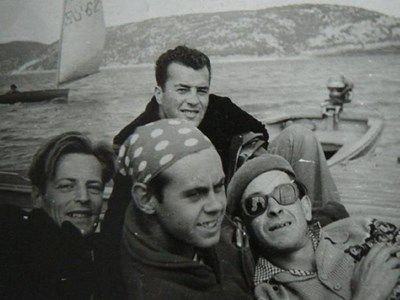 """Зъбата (с тъмните очила) с Георги Георгиев (вляво) в края на 50-те години на яз. """"Искър"""" СНИМКА: ЛИЧЕН АРХИВ"""