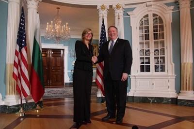 Екатерина Захариева се срещна с държавния секретар на САЩ Майк Помпео в Държавния департамент на САЩ.  Снимка външно министерство