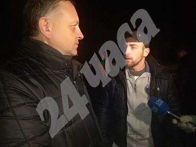 """""""Докога ще търпим това безобразие"""", попита протестиращ (вдясно) кмета на Войводиново Димитър Тосев Снимки: Авторът СНИМКА: 24 часа"""