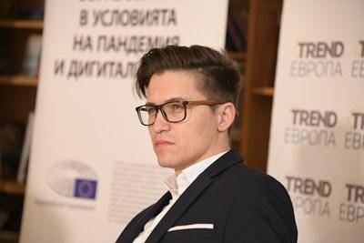 Ален Паунов е създал платформа, в която има уроци за децата, но и курсове по дигитални умения за учители. СНИМКА: Йордан Симeонов
