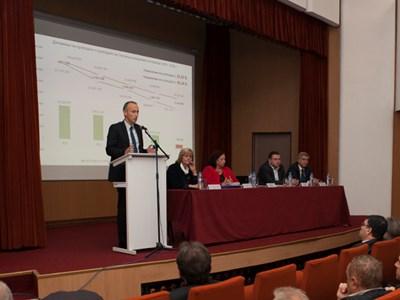 Министър Красимир Вълчев обеща финансова помощ на Стопанската академия