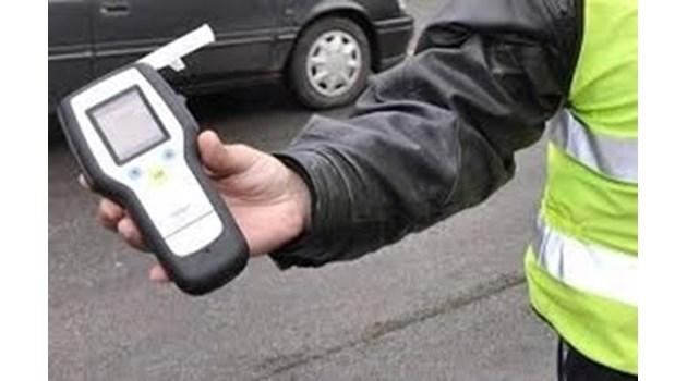 Мъртво пиян бургазлия не успя да вземе завой, натроши паркирани коли