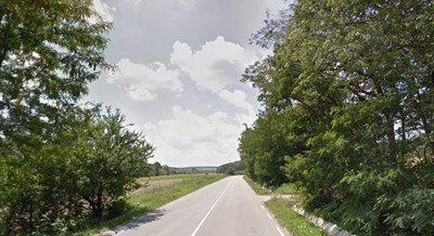 Тирът е аварирал край шуменското село Венец  СНИМКА: Гугъл стрийт вю