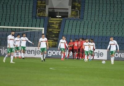 Швейцарците се радват, българите гледат тъжно. СНИМКА: ЙОРДАН СИМЕОНОВ