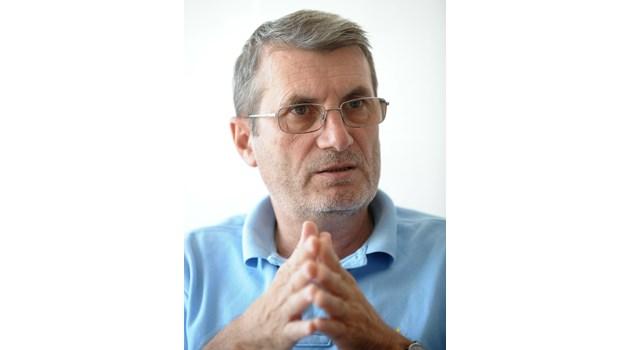 Доц. Хинков: Българите загубихме един малък град заради пандемията