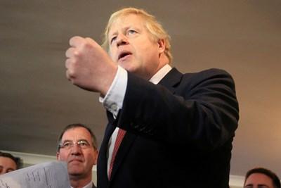 Джонсън говори пред поддръжниците си в град Седжфийлд. Снимка РОЙТЕРС